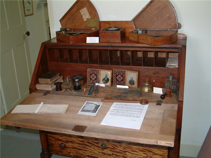 There are also navigational charts and two fine, boxed octants, which  probably belonged to ship captains as they are too expensive to have been  owned by ' ... - HOUSE